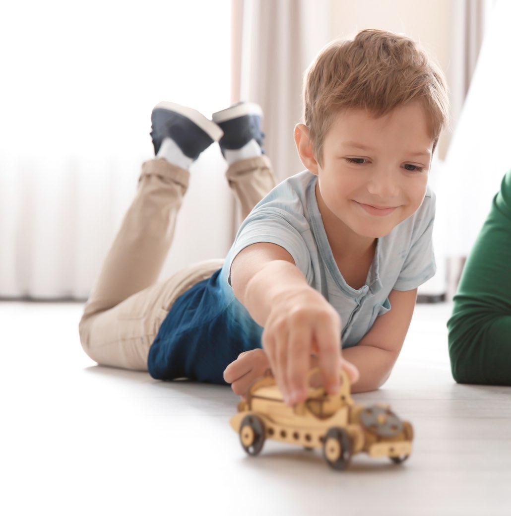 Die Designböden Strong SPC von HWZ sind strapazierfähig und verkraften spielende Kinder locker.